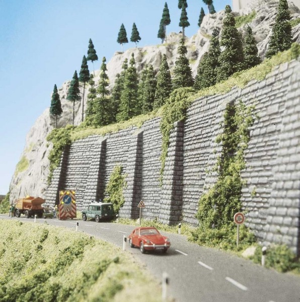 Mauer mit Stützpfeiler H0